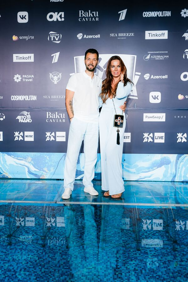 Денис Клявер с женой на pre-party международного музыкального фестиваля Жара-2019 - Sputnik Азербайджан