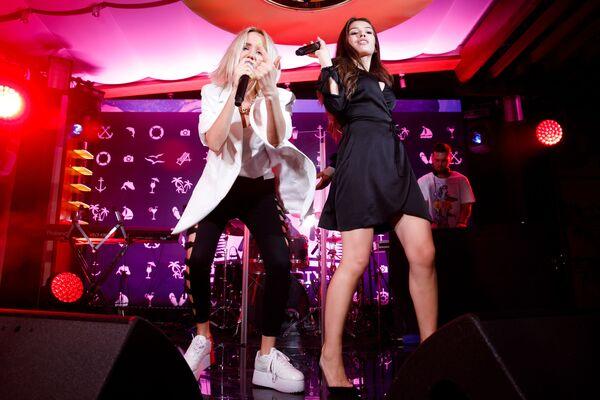 Клава Кока и Люся Чеботина на pre-party международного музыкального фестиваля Жара-2019 - Sputnik Азербайджан