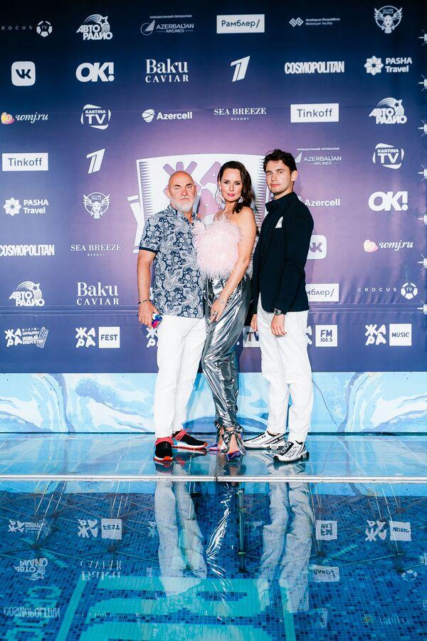 Сергей Кожевников с женой и сыном на pre-party международного музыкального фестиваля Жара-2019 - Sputnik Азербайджан