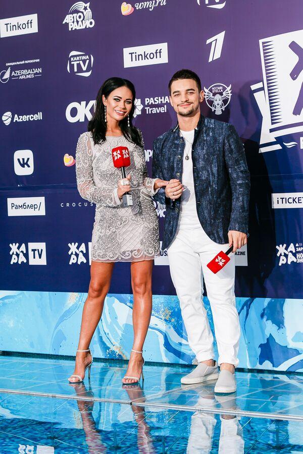 Яна Кошкина и Константин Тарасюк на pre-party международного музыкального фестиваля Жара-2019 - Sputnik Азербайджан
