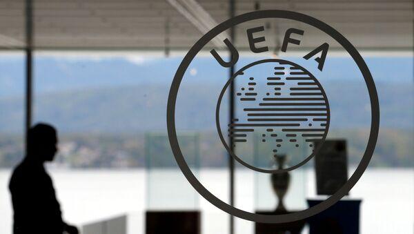 Логотип в штаб-квартире УЕФА в Ньоне, Швейцария - Sputnik Азербайджан