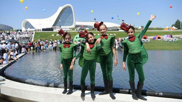В парке Центра Гейдара Алиева прошел Детский фестиваль - Sputnik Азербайджан