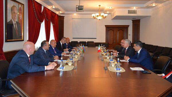 В Миноборонпроме приняли делегацию из Италии - Sputnik Азербайджан