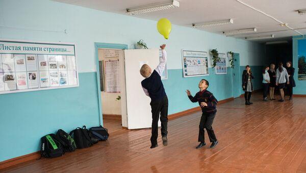 Дети во время перемены - Sputnik Азербайджан