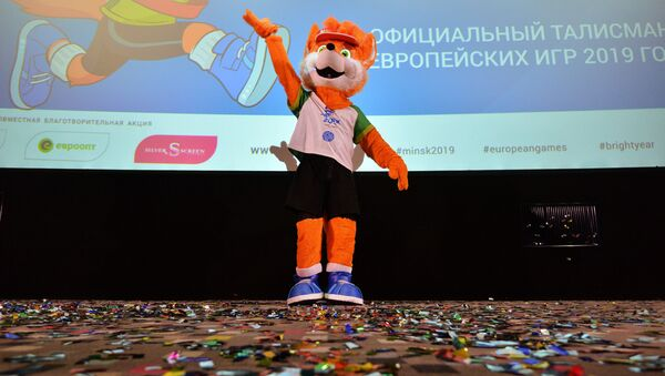 Талисман II Европейских игр лисенок Лесик на презентации в Минске - Sputnik Azərbaycan