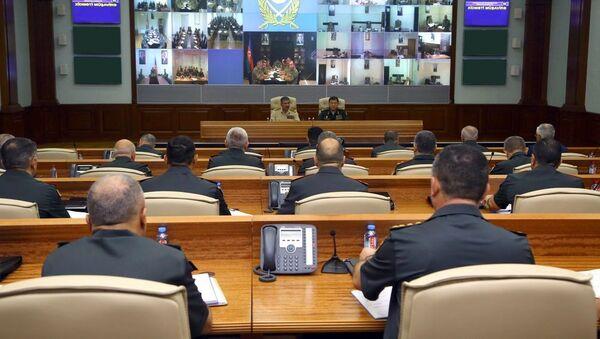 На Центральном командном пункте под руководством Министра обороны генерал-полковника Закира Гасанова состоялось служебное совещание - Sputnik Азербайджан
