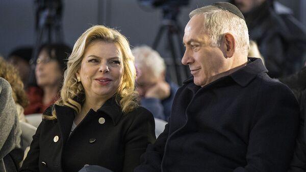 Премьер-министр Израиля Биньямин Нетаньяху и его жена Сара - Sputnik Азербайджан