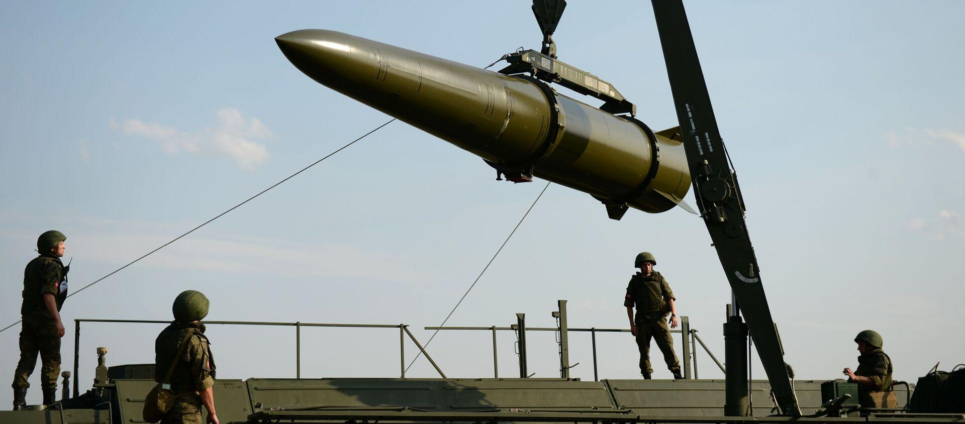 Развёртывание оперативно-тактического ракетного комплекса Искандер-М - Sputnik Азербайджан, 1920, 02.04.2021