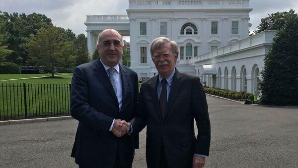 Министр иностранных дел Азербайджанской Республики Эльмар Мамедъяров и помощник президента Соединенных Штатов Америки по вопросам национальной безопасности Джон Болтон - Sputnik Азербайджан