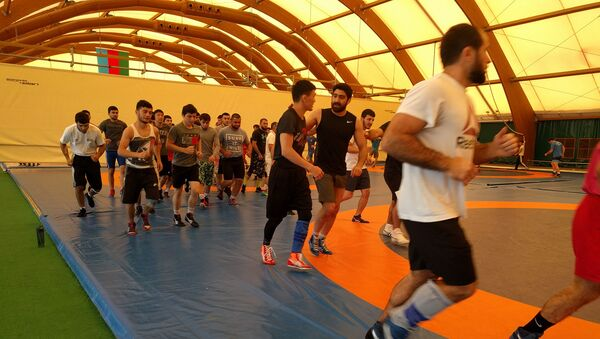 Тогрул Аскеров во время тренировки в олимпийском центре борьбы в Баку - Sputnik Азербайджан