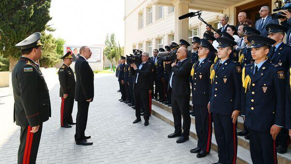 Президент Ильхам Алиев ознакомился с условиями, созданными после реконструкции в Военном лицее имени Джамшида Нахчыванского - Sputnik Азербайджан