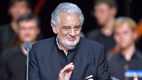 Испанский оперный певец (тенор) Пласидо Доминго выступает на концерте в Крокус Сити Холле - Sputnik Азербайджан