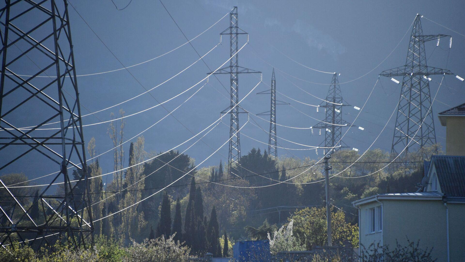 Линии высоковольтных передач, фото из архива - Sputnik Азербайджан, 1920, 27.09.2021