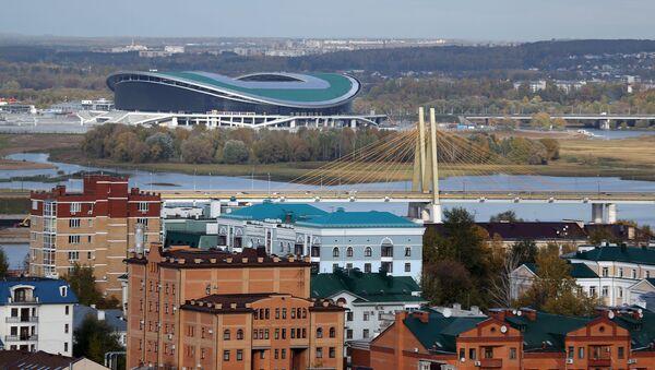 Вид на мост Миллениум и стадион Казань-Арена (слева) в Казани - Sputnik Азербайджан