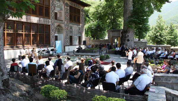 В рамках Международного фестиваля Шелковый путь в Шеки выступил турецкий ансамбль Шимди, фото из архива - Sputnik Азербайджан