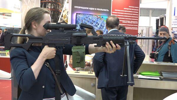 Снайперская винтовка, гранатомет и пистолеты: Азербайджан на Армия-2019 - видео - Sputnik Азербайджан