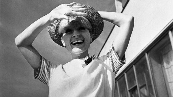Реклама коллекции женской одежды. 1966 год - Sputnik Азербайджан