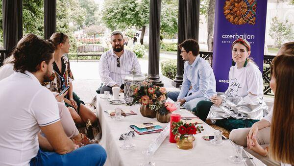 Национальное бюро по продвижению туризма Азербайджана организовало своеобразный пикник для российских блогеров - Sputnik Азербайджан