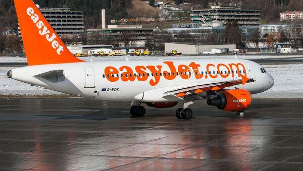 Самолет компании EasyJet - Sputnik Азербайджан