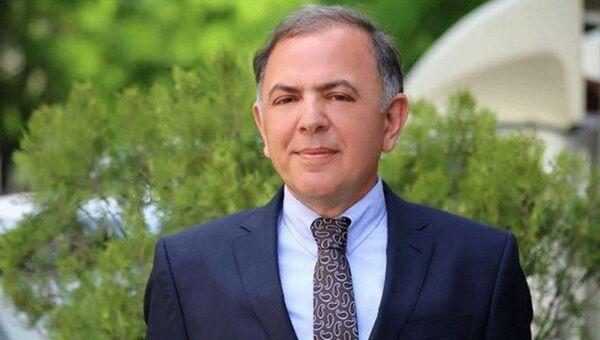 Директор Русского драматического театра, заслуженный работник культуры Адалет Гаджиев - Sputnik Азербайджан