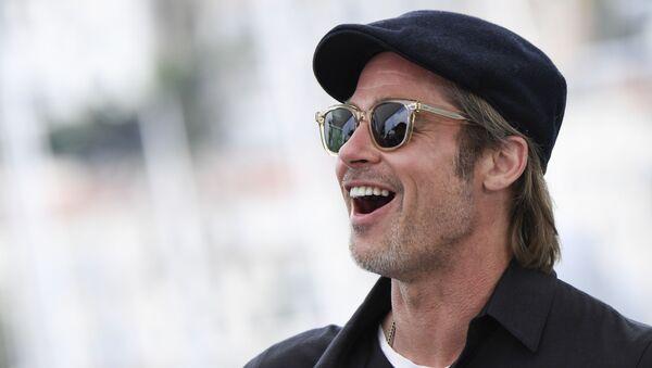 Американский актер Брэд Питт во время фотосессии для фильма Однажды ... в Голливуде на 72-м Каннском кинофестивале в Каннах, на юге Франции - Sputnik Азербайджан
