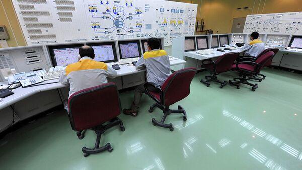 Иранские специалисты работают на АЭС Бушер - Sputnik Азербайджан
