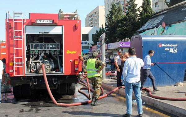 Пожар в цветочном магазине на проспекте Гара Гараева - Sputnik Азербайджан