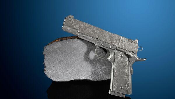 Пистолет сделанный из метеорита - Sputnik Азербайджан