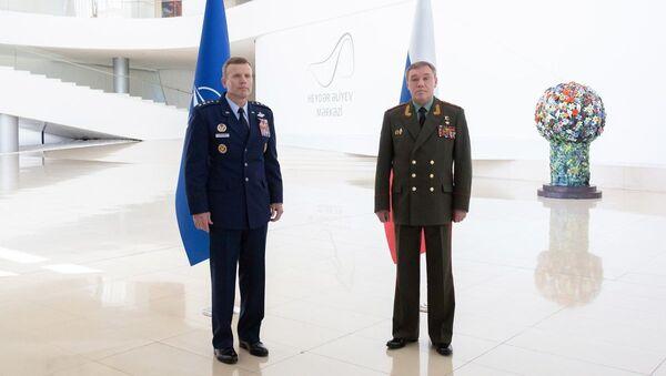 Валерий Герасимов встретился в Баку с Верховным главнокомандующим объединенными вооруженными силами НАТО генералом Тодом Уолтерсом - Sputnik Азербайджан