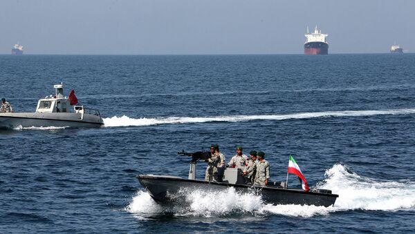 İran hərbçiləri Hörmüz boğazında - Sputnik Azərbaycan