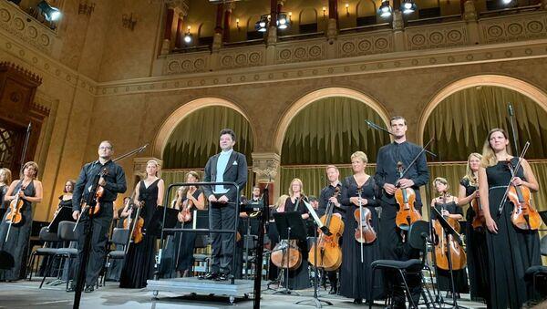 Национальный симфонический оркестр Венгрии Danubia Orchestra Óbuda под управлением заслуженного артиста Эйюба Гулиева - Sputnik Азербайджан