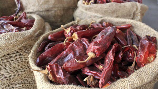 Мешки сушеных красных чили, фото из архива - Sputnik Азербайджан