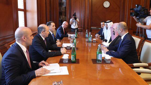 Премьер-министр Азербайджана Новруз Мамедов встретился с делегацией, возглавляемой министром юстиции Королевства Саудовская Аравия Валидом бин Мухаммадом Аль-Самани - Sputnik Азербайджан