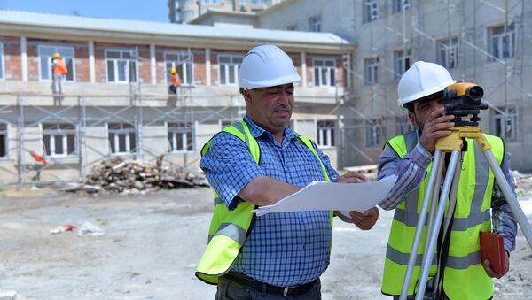 Ремонтно-строительные работы в одной из школ - Sputnik Азербайджан