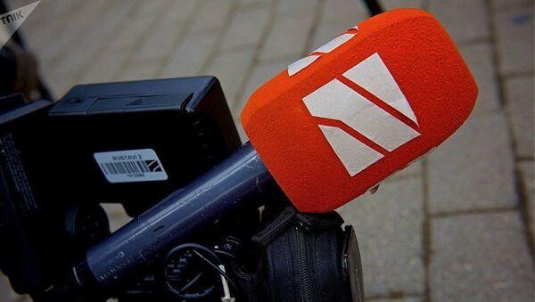 Микрофон с логотипом Рустави-2 - Sputnik Азербайджан