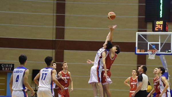 Матч между юношеской сборной Азербайджана по баскетболу и сборной Хорватии - Sputnik Азербайджан