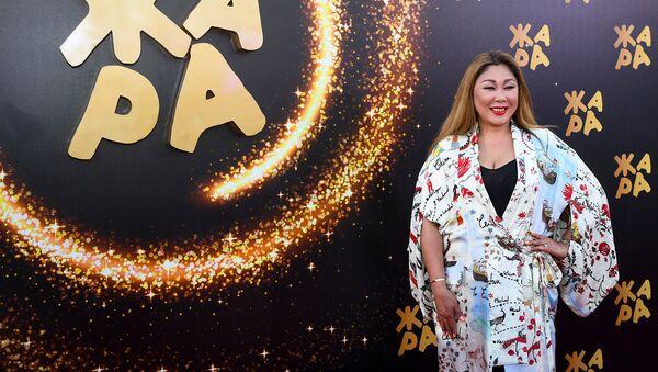 Звезды на красной дорожке фестиваля Жара-2019 - Sputnik Азербайджан