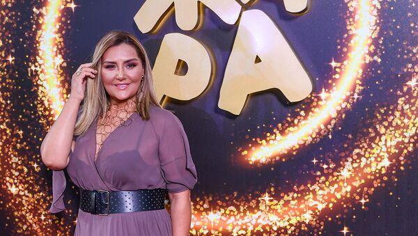 Зульфия Ханбабаева на красной дорожке фестиваля Жара-2019 - Sputnik Азербайджан