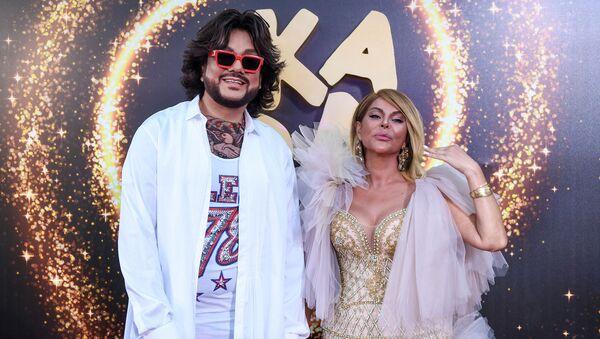 Филипп Киркоров и Айгюн Кязымова на красной дорожке фестиваля Жара, день второй - Sputnik Азербайджан