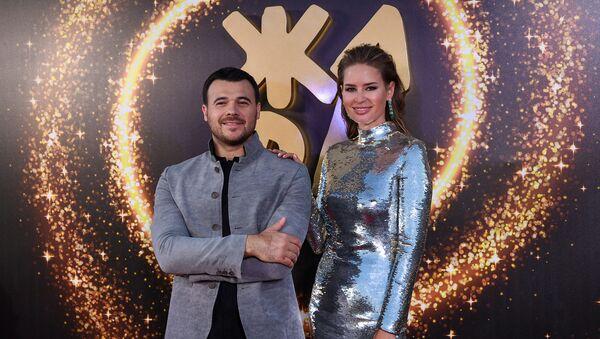 Эмин Агаларов и Алёна Гаврилова на красной дорожке фестиваля Жара, день второй - Sputnik Азербайджан