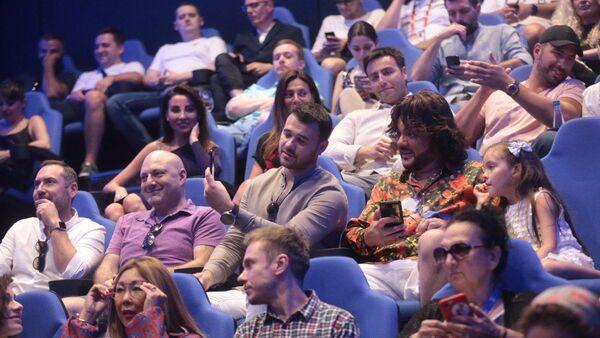 Закрытый премьерный показ самой звездной комедии года – Жара! - Sputnik Азербайджан