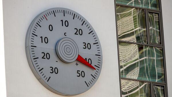 Термометр на стене штаб-квартиры Рамочной конвенции ООН об изменении климата в Берлине, фото из архива - Sputnik Азербайджан