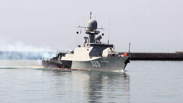 Российские боевые корабли вошли в бакинский порт - Sputnik Азербайджан