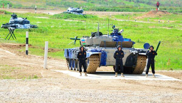 Первое выступление азербайджанских танкистов в Алабино - Sputnik Азербайджан