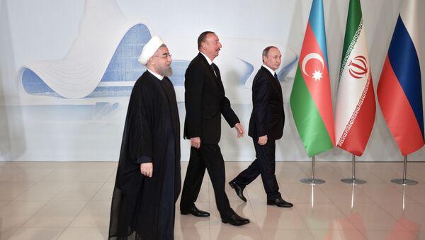 Президент России Владимир Путин, президент Азербайджанской Республики Ильхам Алиев и президент Исламской Республики Иран Хасан Рухани (справа налево)  - Sputnik Азербайджан