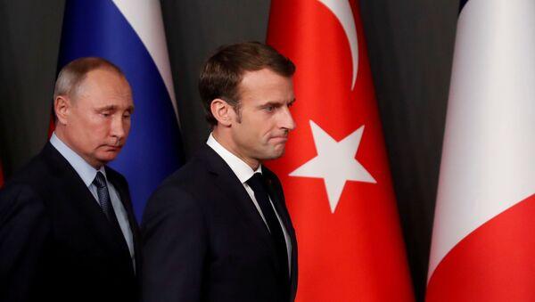 Vladimir Putin və Emmanuel Makron - Sputnik Azərbaycan