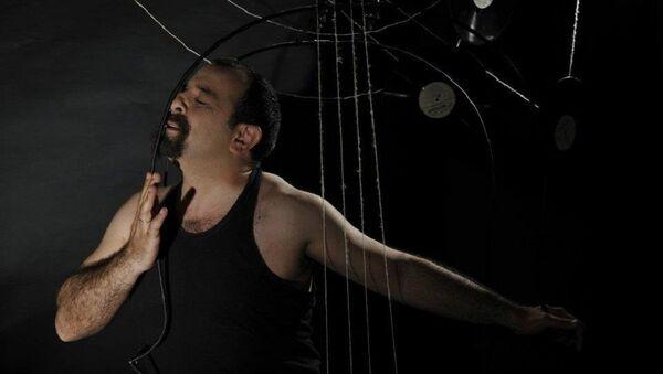 Моноспектакль Азербайджанского государственного театра юного зрителя Контрабас - Sputnik Азербайджан