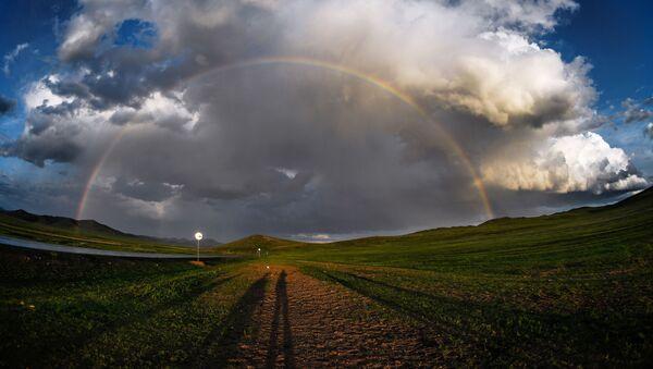 Радуга в одном из поселений Монголии - Sputnik Азербайджан