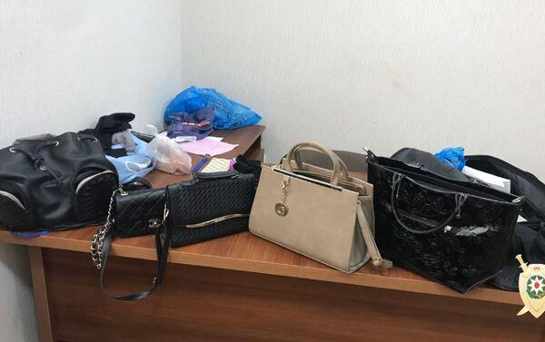 Вещи, найденные в квартире Мухаммеда Байрамова - Sputnik Азербайджан