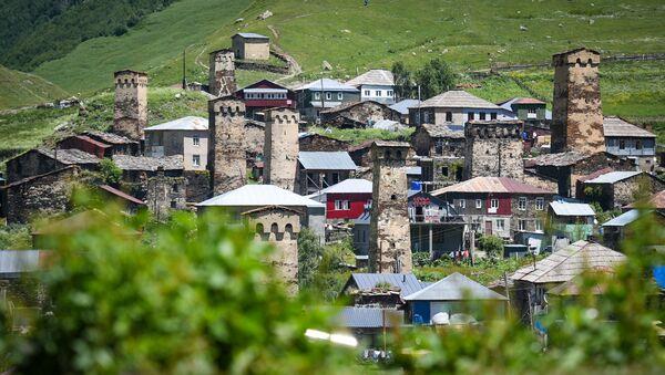 Высокогорное селение Ушгули в Горной Сванетии - Sputnik Азербайджан